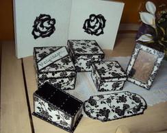 Conjunto Floral Preto e Branco