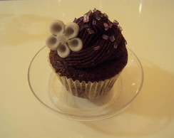Mini cupcake chocolate com confeito
