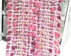 Echarpe rosinha com mini pompons