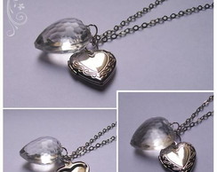 Colar relic�rio com heart of glass