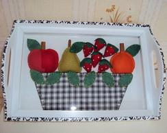 Bandeja em mdf com frutas de feltro