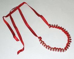 Cord�o vitoriano vermelho