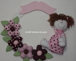 Guirlanda boneca marrom e rosa