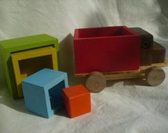 Caminh�ozinho de madeira com cubos