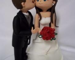 Noivinho beijando a noiva