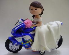 Noivinho admirando sua noiva