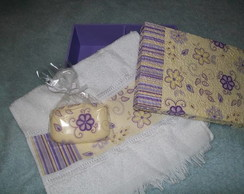 Caixa de sabonete e toalha