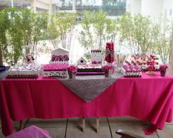 Mesa pink com oncinha para 30 pessoas