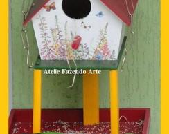 Casa de passarinho com comedouro
