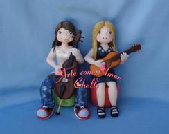 Meninas com instrumentos