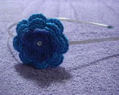 Tiara com flor de croch�