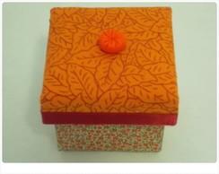 Mini caixinha em mdf forrada com tecidos