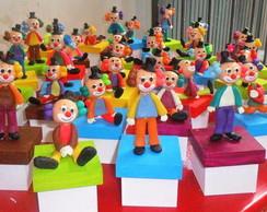 caixas decoradas com palhacinhos