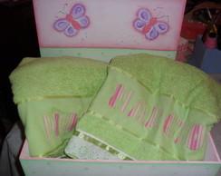 caixa com toalhas de banho