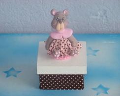 caixa com ursinha rosa e marrom