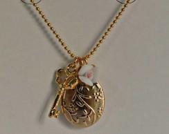 10133-Colar dourado Relic�rio,Chave,Flor