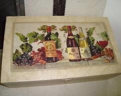 Caixa de vinho com ta�as