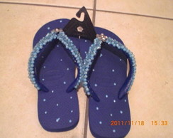 chinelo decorado azul