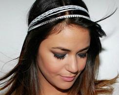 Headband branco c/ p�rolas,fitas e renda