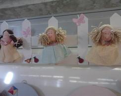 cerca com bonecas