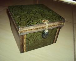 Caixa envelhecida Verde -Flores