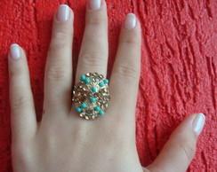 Anel com cristais dourado e pedras azul