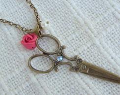Tesoura, rosa e p�rola
