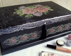 Caixa de maquiagem metalizada