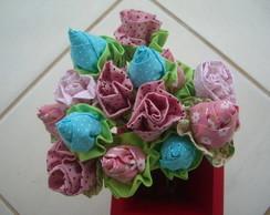 Bot�es e rosas de tecido