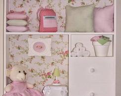 Quadro ursa no quarto rosa e verde