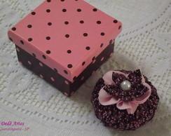 Conjunto caixa e sach� marrom e rosa