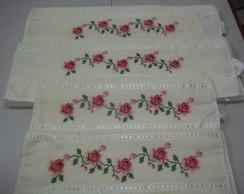 Jogo de 4 toalhas bordados em ponto cruz