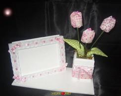 Porta retrato vso com tulipas de tecido.