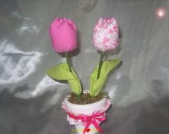 vaso com tulipas de tecido.