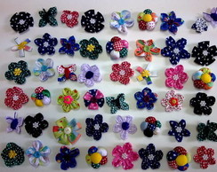 Flores de fuxico em tecido