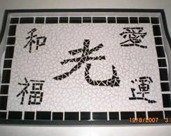 Bandeja com ideogramas mosaico azulejo