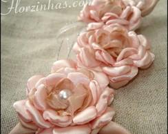 Broche 03 Rosas com Folhas