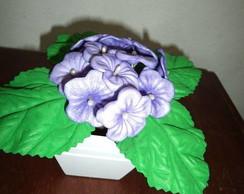 Vasinho em MDF, com violetas em EVA