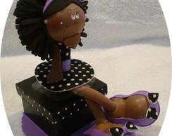 Nega Maluca sentada na caixinha