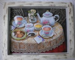 Mesa de caf� com toalha rendada