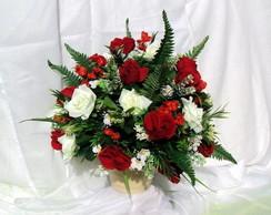 Arranjo de Rosas - Brancas e Vermelhas
