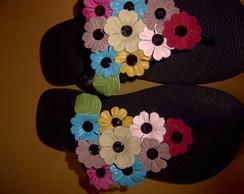 chinelos em flores de couro
