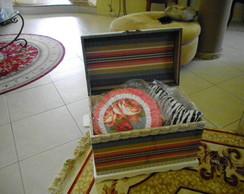Ba� de madeira revestido em tecido