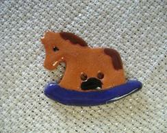 Bot�o - Cavalo de balan�o