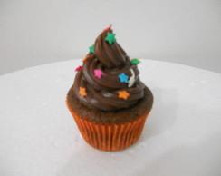 Cupcake de chocolate com estrelinhas