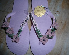 chinelo com flor rosa na lateral