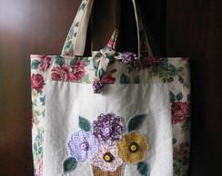 Bolsa floral em patchwork com aplique