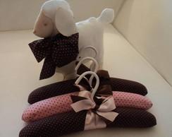 Ovelhinha e cabides marrom e rosa !