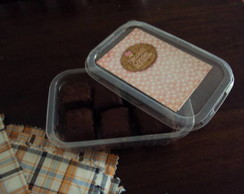 Marmita com 6 mini p�es de mel/brownie