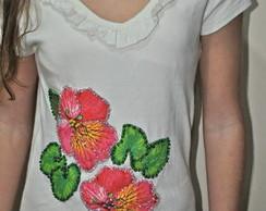 Camiseta- Flores Vermelhas